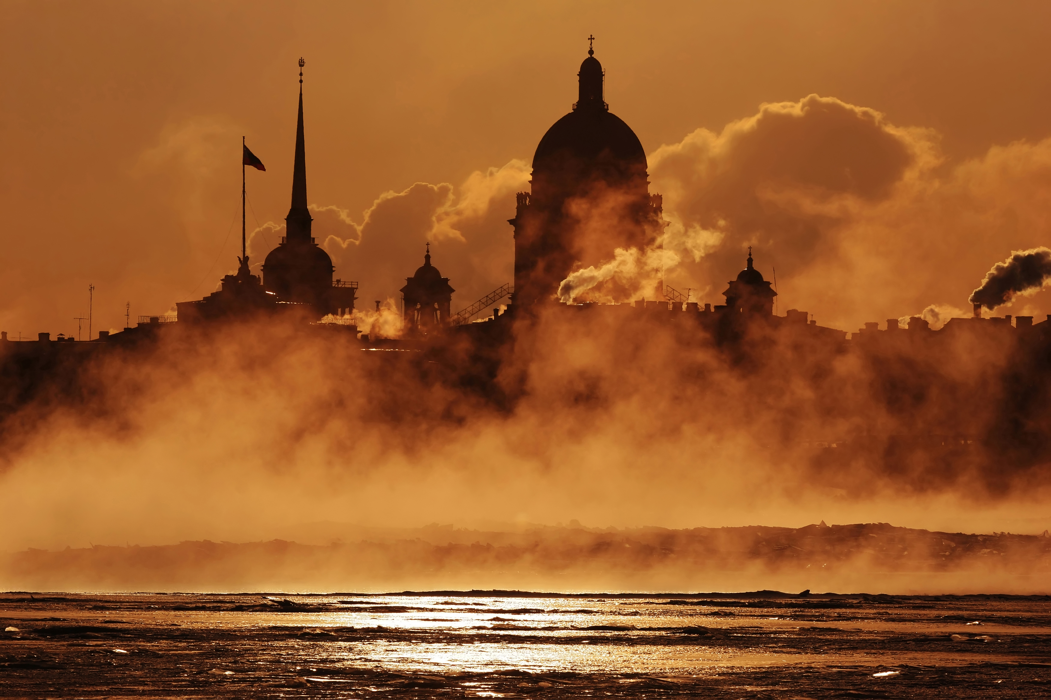 St. Petersburg Glanz und Kathedralen im mystischen Abendlicht