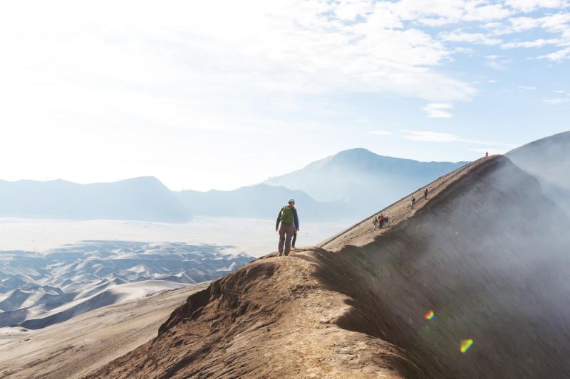 Spaziergang am Kraterrand des Vulkans