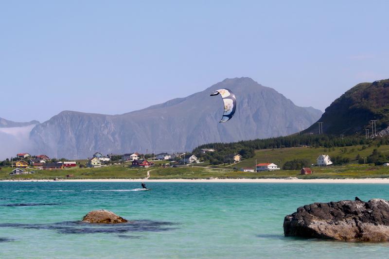 Norwegen, Lofoten, Ramberg, Kitesurfen