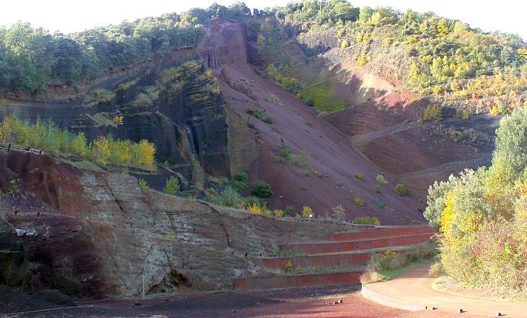 Katalonien, Kraterschlund  des Vulkans Croscat