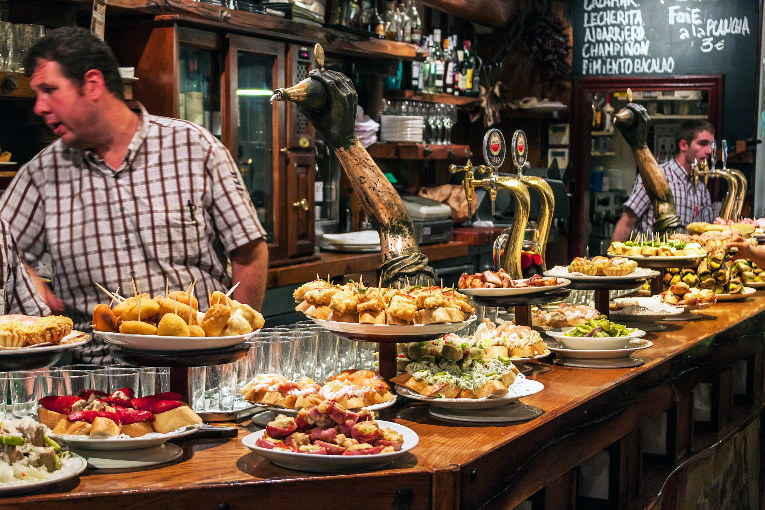 Pintxos in einer Bar