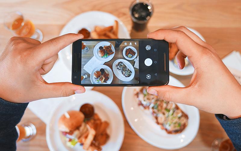 Pad Thai oder Burger? 5 Reiseblogger packen aus