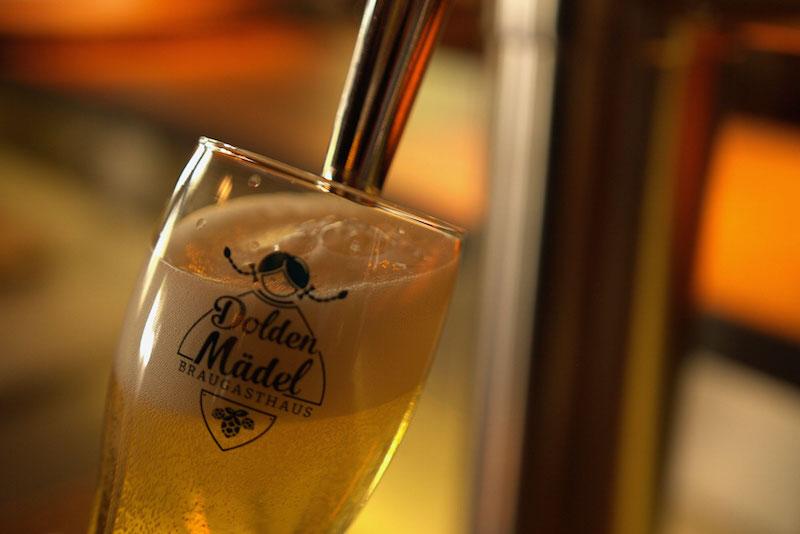 Bier aus dem Zapfhahn, Dolden Mädel in Berlin