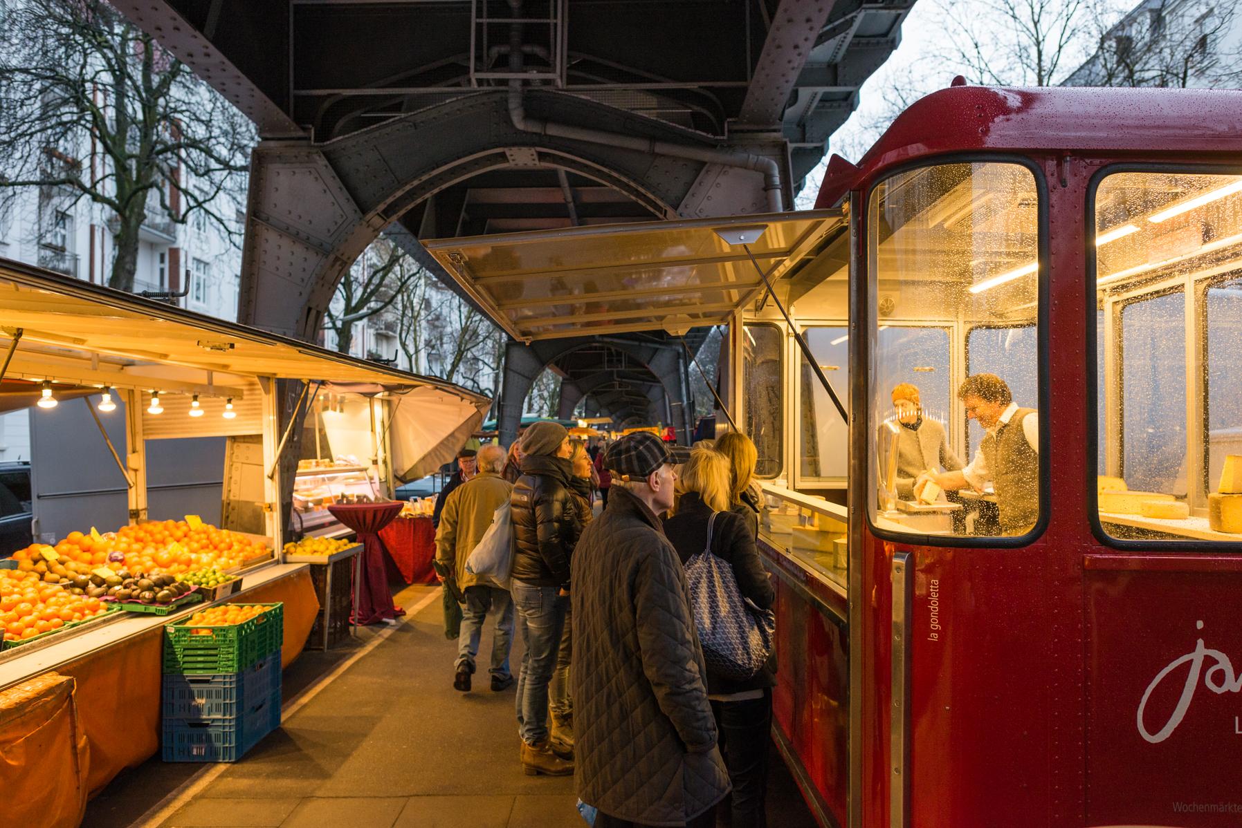 Veredelter Käse bei Willi Schmids Stand auf dem Isemarkt, Hamburg