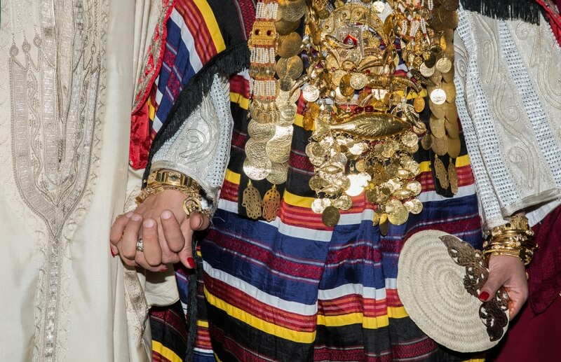 Braut mit Goldschmuck beim Festival International du Sahara