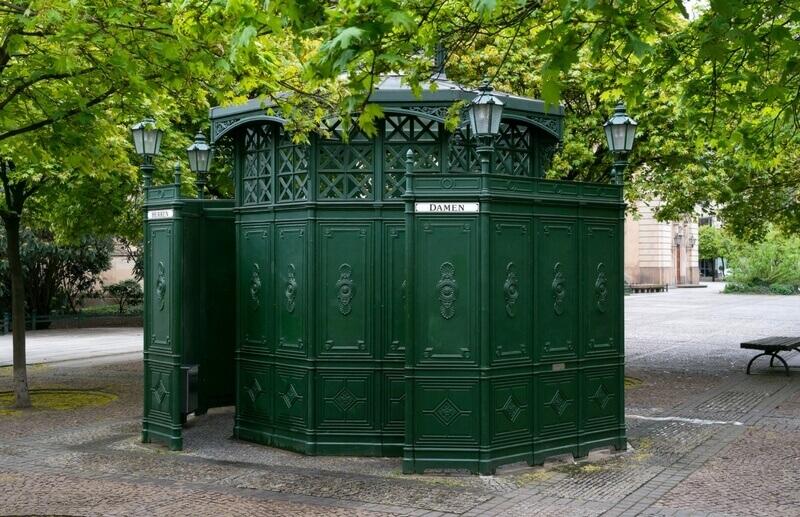 Berliner Sehenswürdigkeiten: Toilettenhäuschen