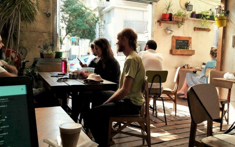 Café in Tel Avivs Stadtviertel Florentine