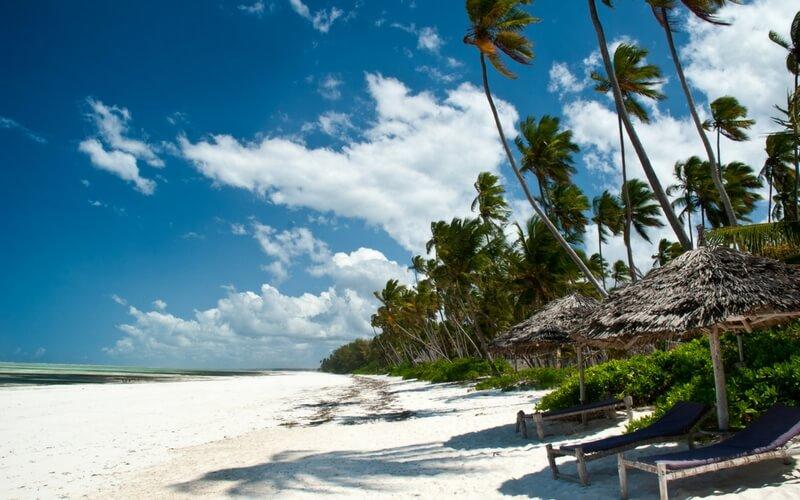 Weißer Strand auf Sansibar