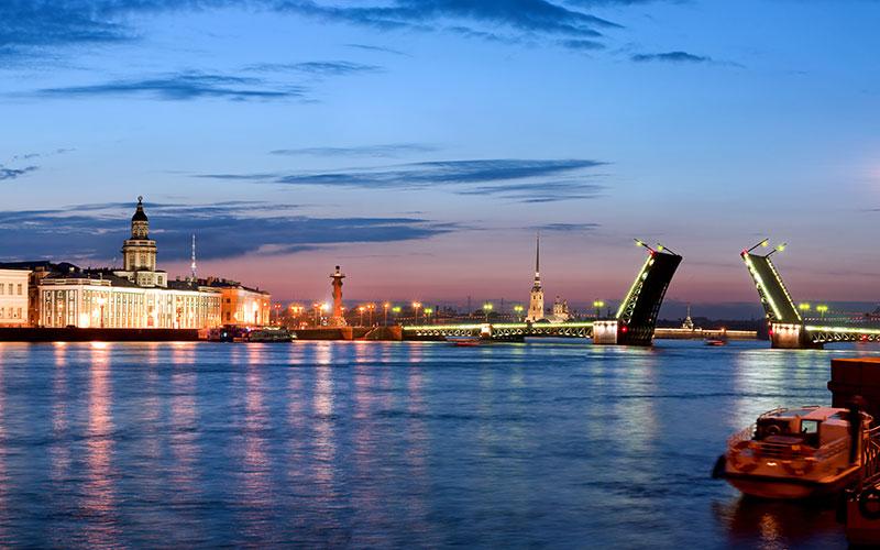 St. Petersburg, Panorama von der gelösten Schlossbrücke