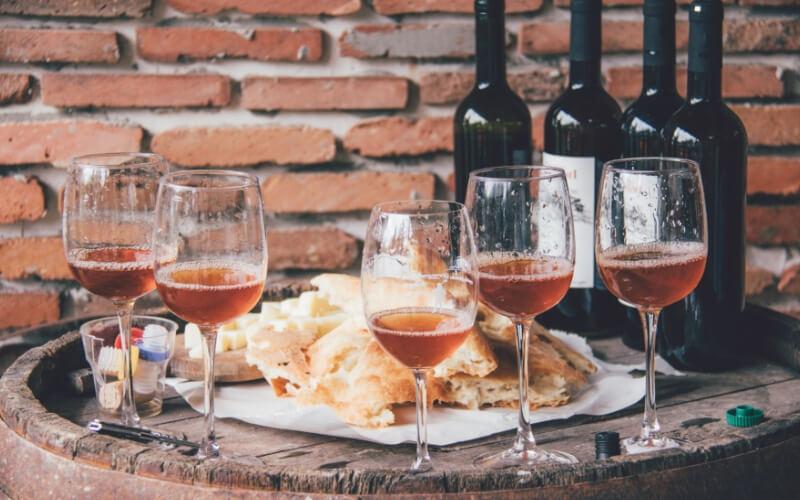 Georgische Spezialitäten und Wein