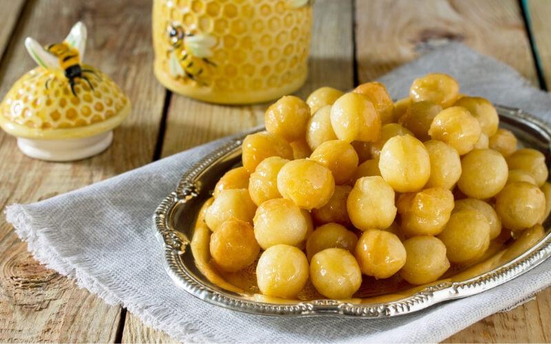 Loukoumades Krapfen mit Honig und Zimt