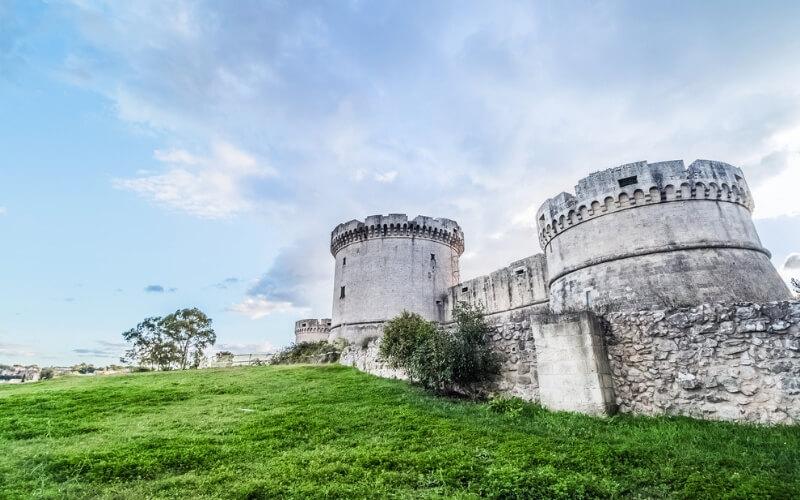 Festungsruine mit 3 Türmen