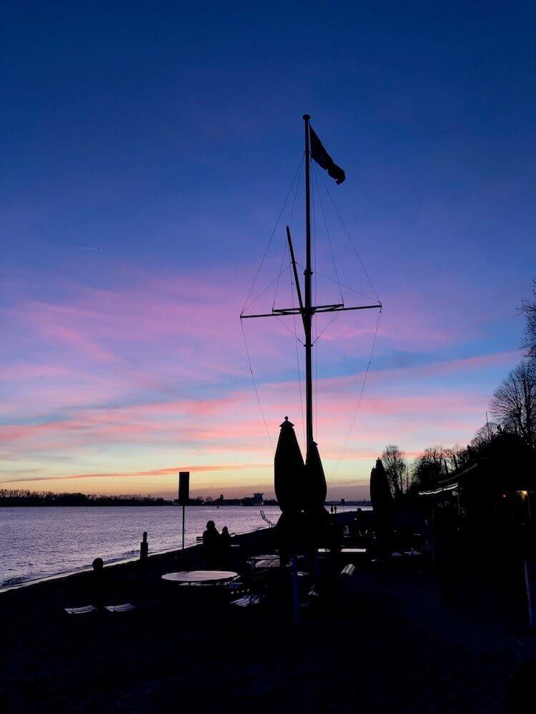 Standperle Hamburg nach Sonnenuntergang