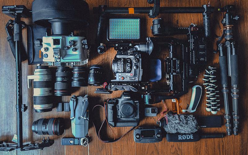 Eine riesige Sammlung Fotozubehör