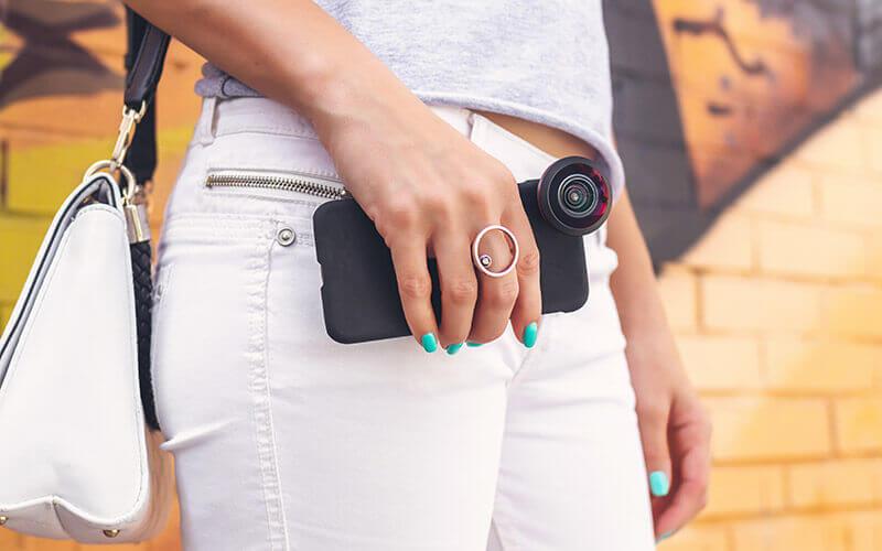 Smartphone mit Aufsatzlinse