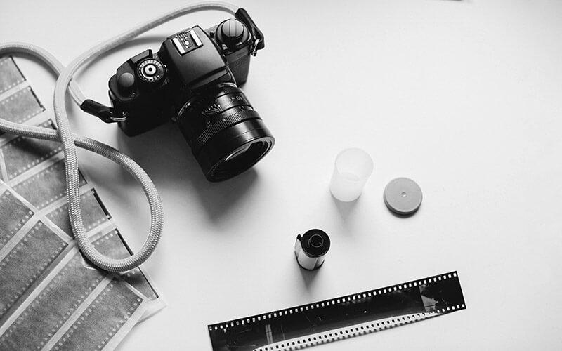 Spiegelreflexkamera mit Filmstreifen