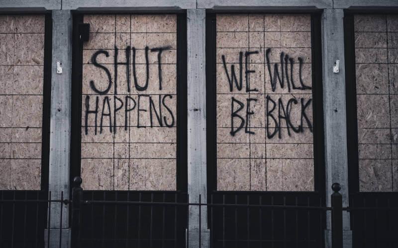 verbarrikadierter Laden im Lockdown