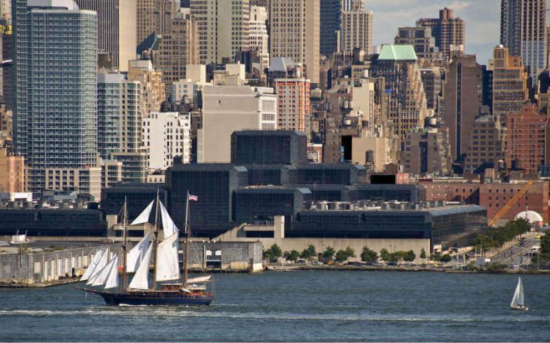 © Depositphoto - Noel Moore. New York Stadtbild über dem Hudson River